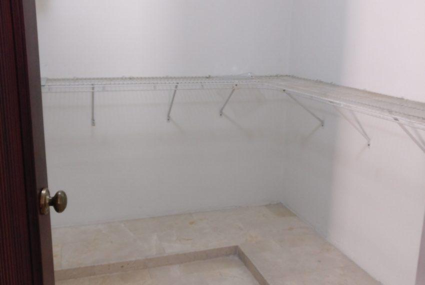 10 walk in closet habitacion principal (1)